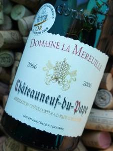 Allerede etiketdesignet får mig her til at antage, at der er tale om en vin i traditionel stil, lagret på enten store egefade eller beton.