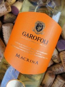En fortrinlig hvidvin - ikke mindst til skaldyr -, men svær at sælge p.g.a. den klare flaske.