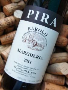 Alene flaskeformen antyder, at vi her har at gøre med en Barolo i den moderne stil.
